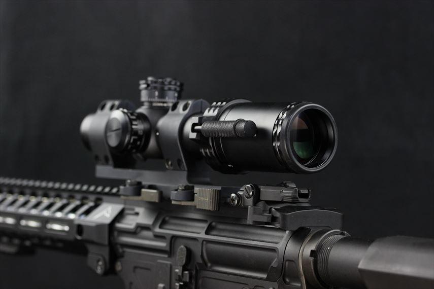Bushnell AR OPTICS 1-4x 24mm Throw Down PCL 左側後方からの撮影画像