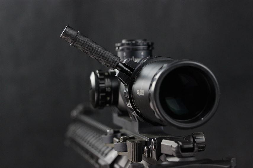 Bushnell AR OPTICS 1-4x 24mm Throw Down PCL ハンドルレバーを上げた画像