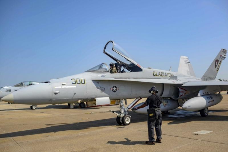 アメリカ海軍最後のF/A-18Cホーネットが引退